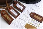 紐もタグもすべて革を使用し、質を高めました。タグの札は、水性顔料ペン(耐水性があり、油分に滲まない)で記入するほか、右下のように印刷した紙をテープで貼る方法もあります。中央上のタグは、他道具への転用例です。
