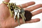 リングを指に掛けて回したり、手のひらでジャラジャラ鳴らしたり、といった使い方が似合います。