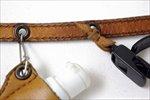 ツールのセットはスナップか、革紐で堅結びしてください。たて結びは解けてしまいます。