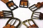 尾錠は数種類の形状を用意しています。その中から選んでください。