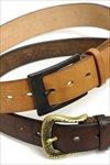 永く使うと、革は濃いブラウンになり、尾錠は真鍮地金が現れます。